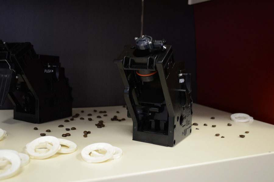 Чистка заварного блока в кофемашине Saeco